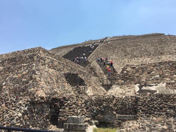 subindo piramide